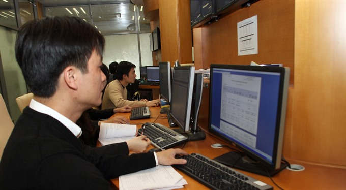 VN stocks soar on positive outlook