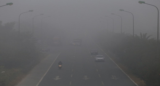 Haze covers Thang Long Highway in Hanoi